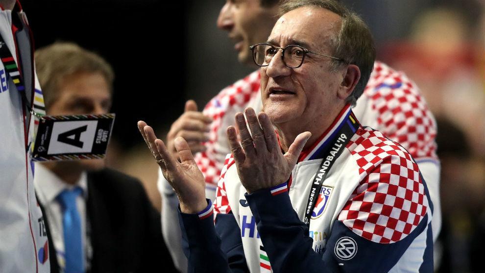 El seleccionador croata Lino Cervar, durant el partido contra Alemania...