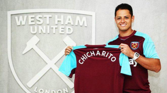 Chicharito, en su presentación con el West Ham.