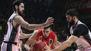 Sastre y Dubljevic se cierran sobre un rival