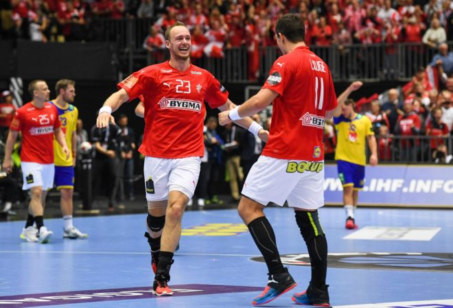 Los jugadores daneses celebran su calificación para las semifinales /