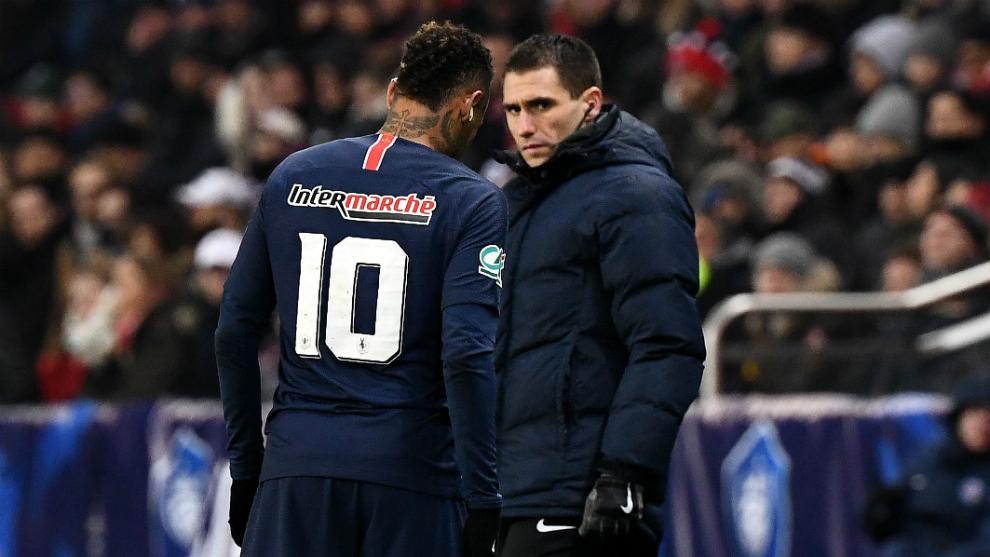 Neymar se retira lesionado