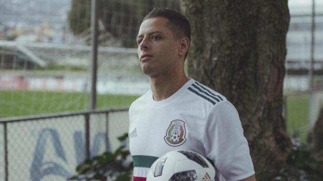 Chicharito con la selección de México.