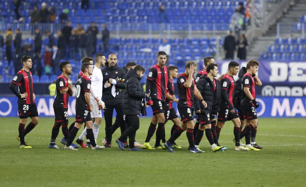 Los jugadores del Reus, después de ganar en La Rosaleda.