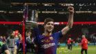 Sergi Roberto levanta la Copa del Rey del año pasado.