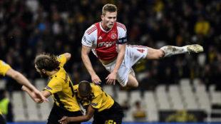 De Ligt, durante un partido contra el AEK
