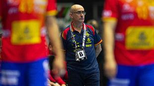 El seleccionador español, Jordi Ribera, durante el partido ante...