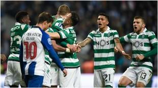 Dost celebra el tanto del empate del Sporting en el tiempo añadido...