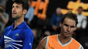 Djokovic y Nadal tras saludarse en la red