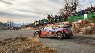 El belga pone en aprietos a 'Seb' con su i20 Coupé WRC.