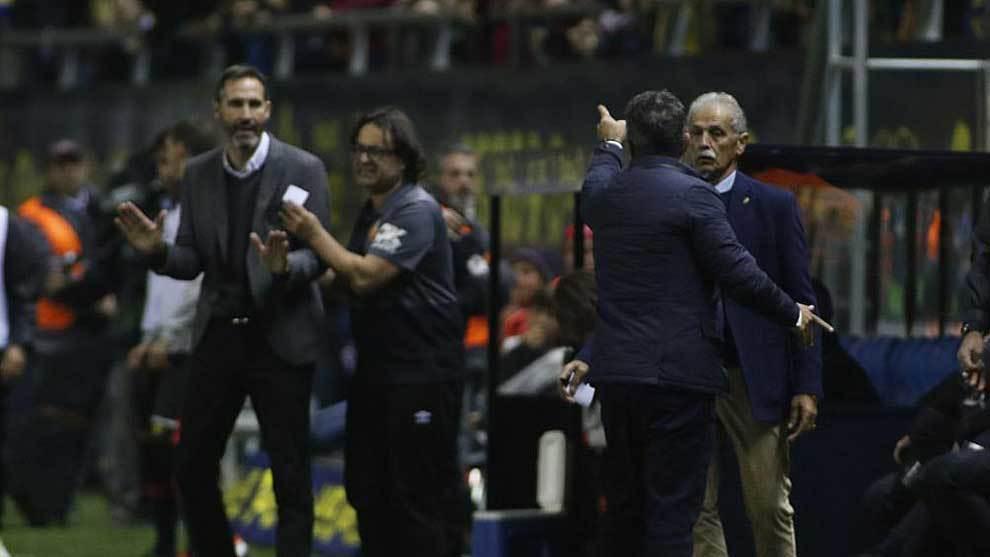 Álvaro Cervera señala  a Vicente Moreno tras su expulsión