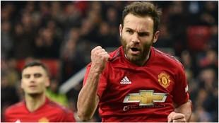 Juan Mata celebra su gol contra el Reading en la FA Cup.