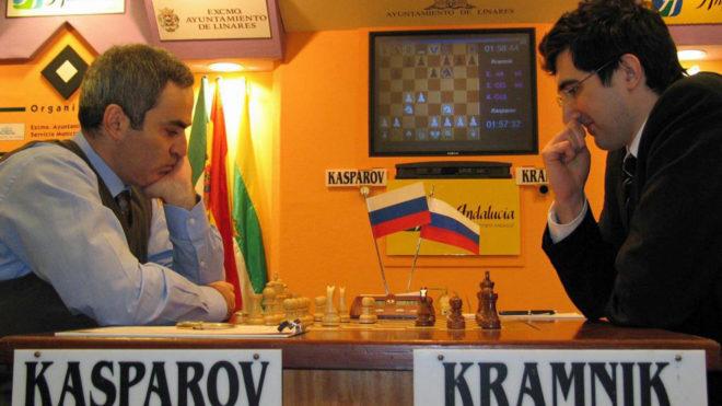 Vladímir Kramnik, en una partida contra Gari Kasparov en Linares en...