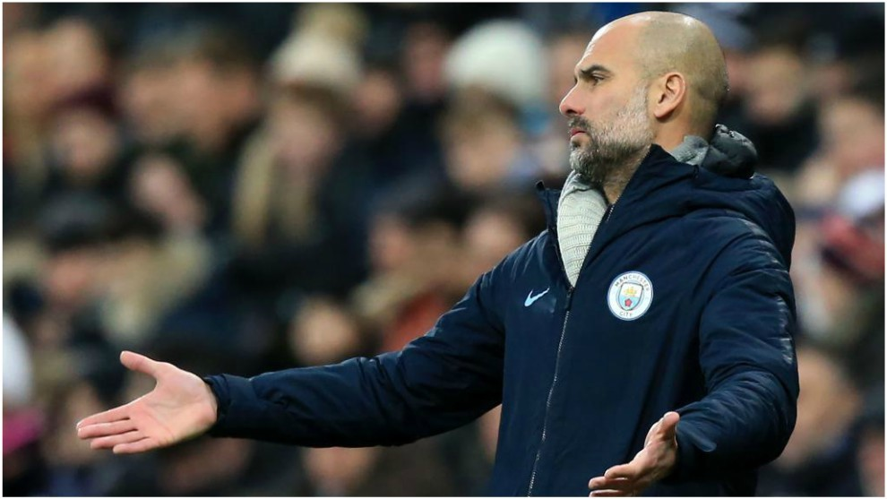 Guardiola se lamenta ante el Newcastle.