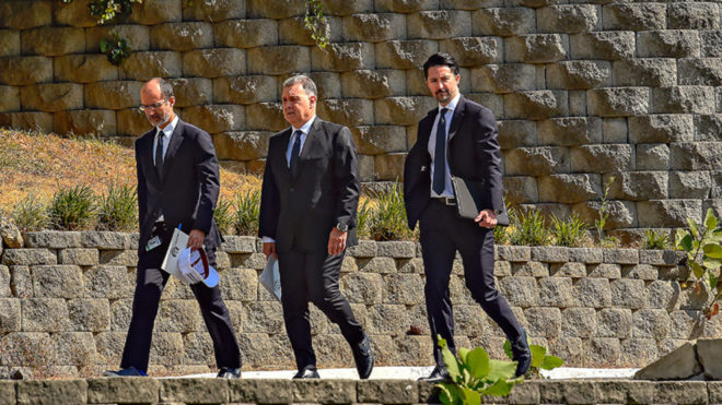 Martino es acompañado por Yon de Luisa y Guillermo Cantú.