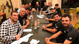El cuerpo técnico de Gerardo Martino visita a Diego Maradona.
