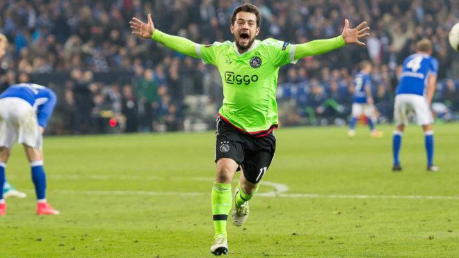 Amin Younes celebra un gol con el Ajax en un partido de Europa League.