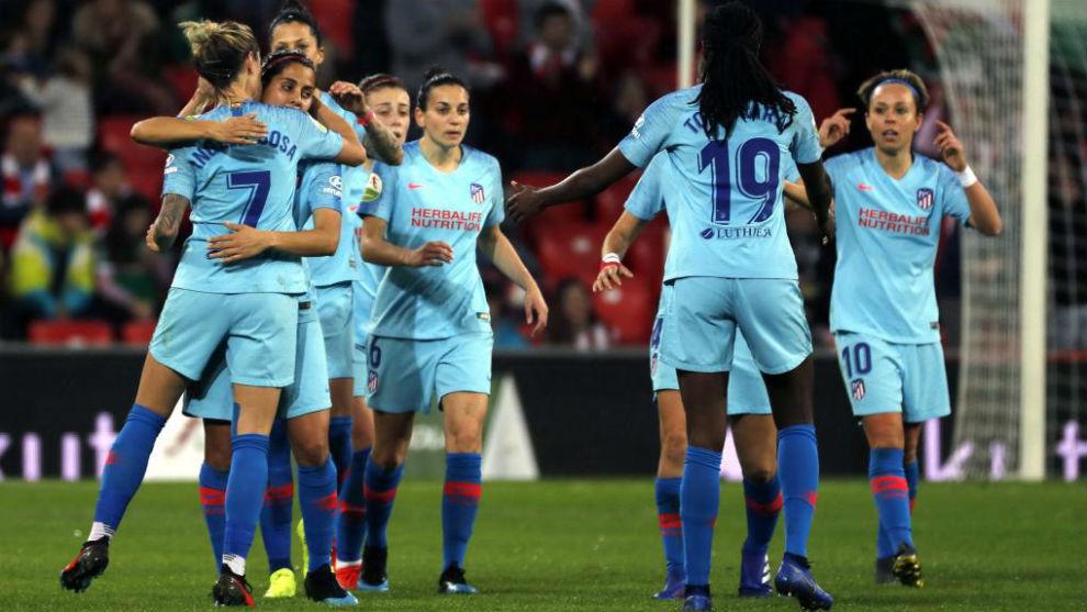 Las jugadoras del Atlético de Madrid celebran el gol de Ángela Sosa...