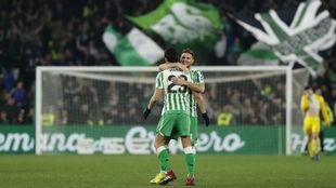 Lo Celso y Joaquín celebran uno de los goles.