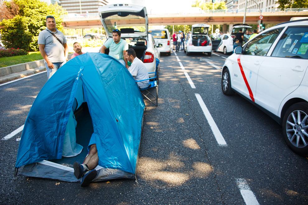 La huegla de taxis continua en Madrid.
