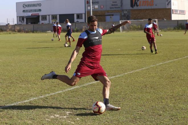 Iñigo López, durante un entrenamiento con el Extremadura.