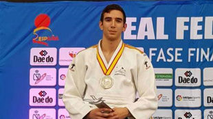 Sergio Ibáñez, con su medalla de plata en el Campeonato de España...