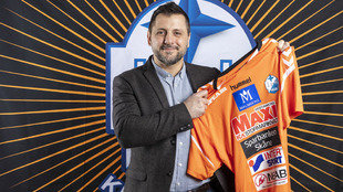 Ljubomir Vranjes posa con la camiseta del IFK Kristianstad