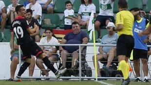 Carbonell celebra un gol con el Reus.