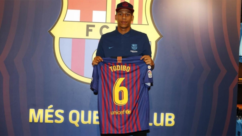 laliga santander new barcelona signing todibo the no 6 was an important number it belonged to xavi i hope to reach the same level marca in english laliga santander new barcelona signing