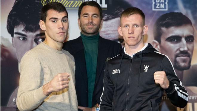 García junto a Cheeseman y el promotor Eddie Hearn.
