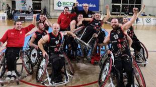 El Bidaideak celebra el pase a cuartos de la Champions.