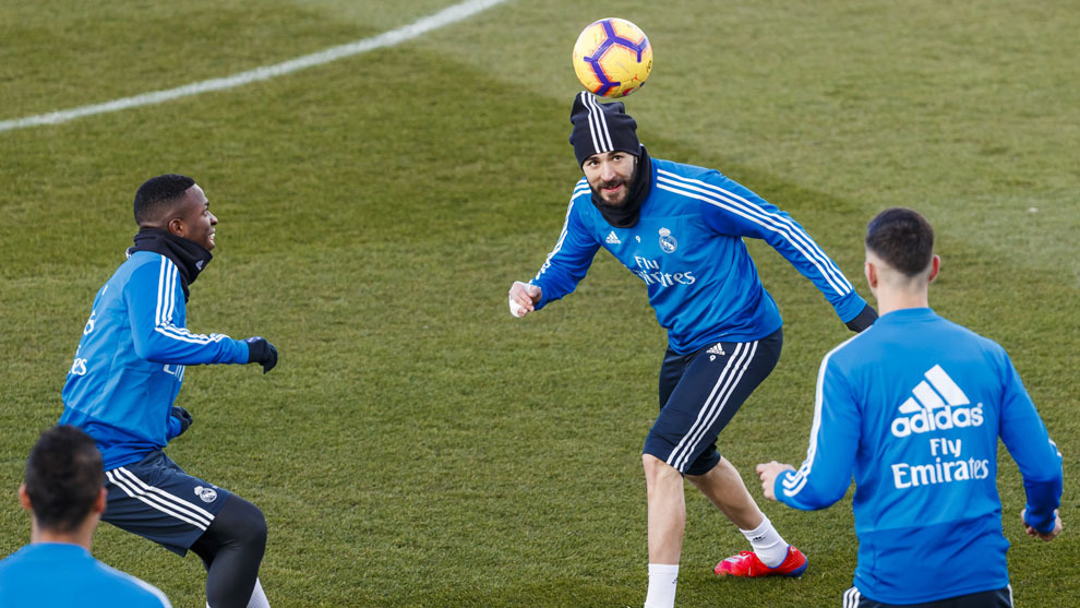 Los jugadores del Real Madrid, en el último entrenamiento antes de...