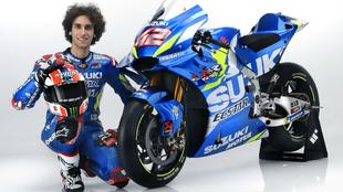 Álex Rins, junto a su moto para 2019.