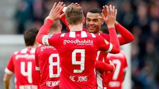 Luuk de Jong anota un hat-trick.