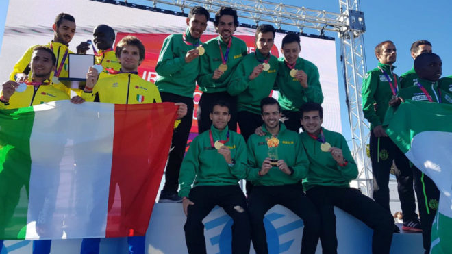 El Bikila en el podio de la Copa de Europa de cross