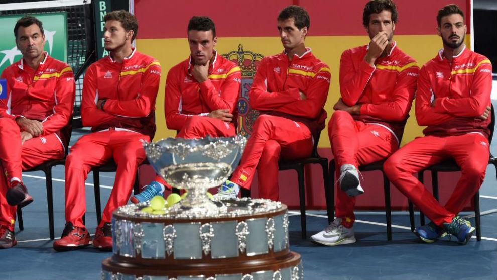 El equipo español, en el sorteo de la semifinal en Lille