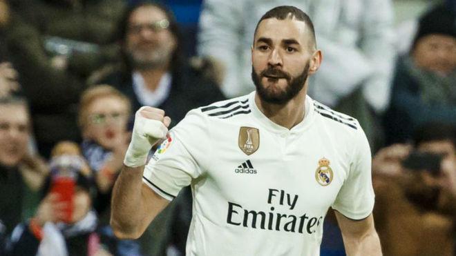 Karim Benzema celebrating his goal against Alaves