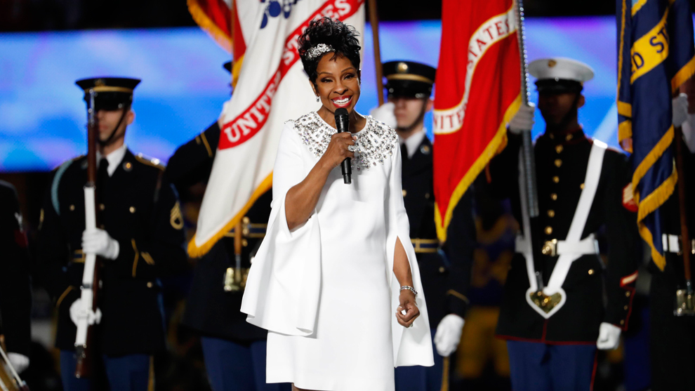 Gladys Knight brilló en el Super Bowl con su interpretación