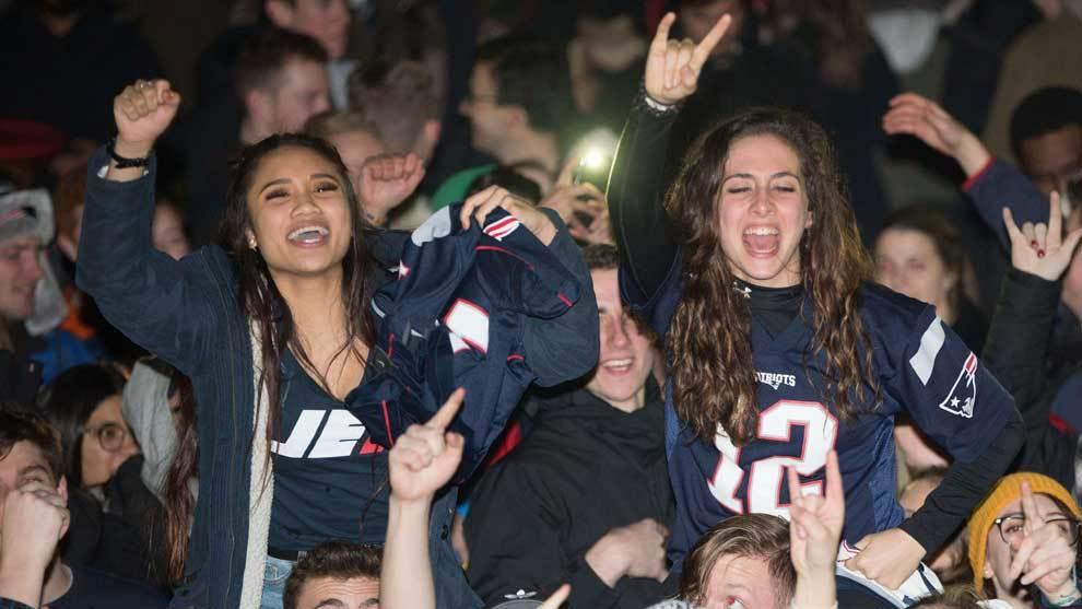 Miles de aficionados tomaron la calles de Boston para celebrar el...
