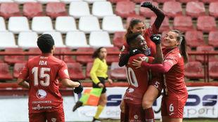 Las jugadoras del EDF Logroño celebran un gol ante el Espanyol el...
