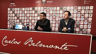 Mauro Pérez, junto a Víctor Varela, en la comparecencia de este...