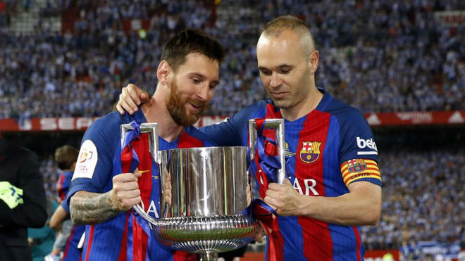 Messi and Iniesta with the Copa del Rey in the 2016/17 season.