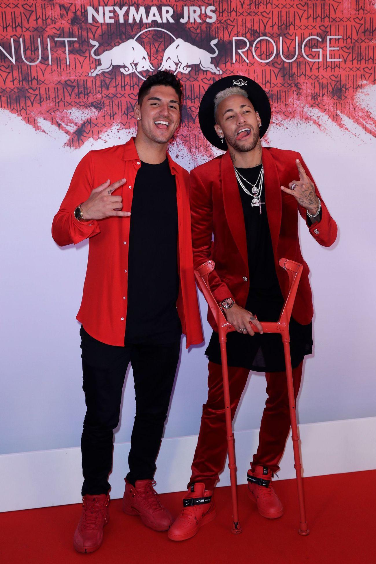 Muchos rostros conocidos en la fiesta roja de Neymar, que