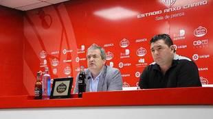 El presidente Tino Saqués, junto a Emilio Viqueira en la sala de...