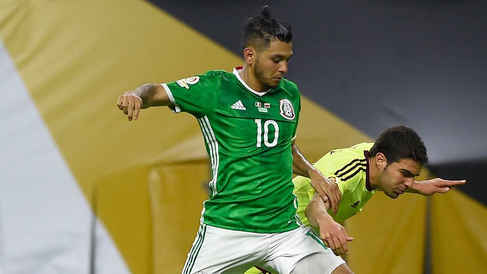 Jesús 'Tecatito' Corona durante el partido entre México y Venezuela...
