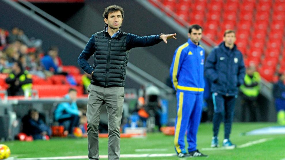 Luis Milla durante un partido