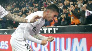Ferran Torres celebra un gol en Mestalla ante el Sporting.