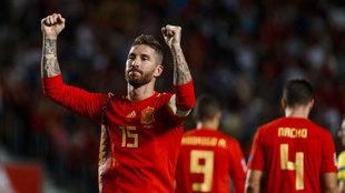 Ramos celebrando un gol con España