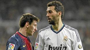 Messi y Arbeloa, en un Clásico de la 12-13