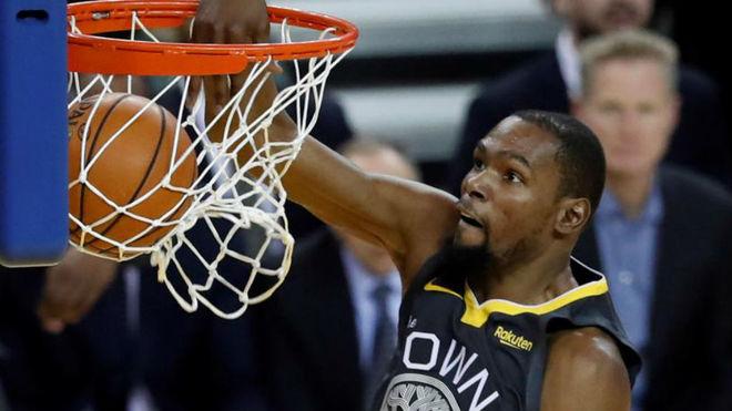 779eb261bbccb NBA  Warriors vs Spurs  La apisonadora de los Warriors se lleva por delante  a Pau Gasol y a los Spurs