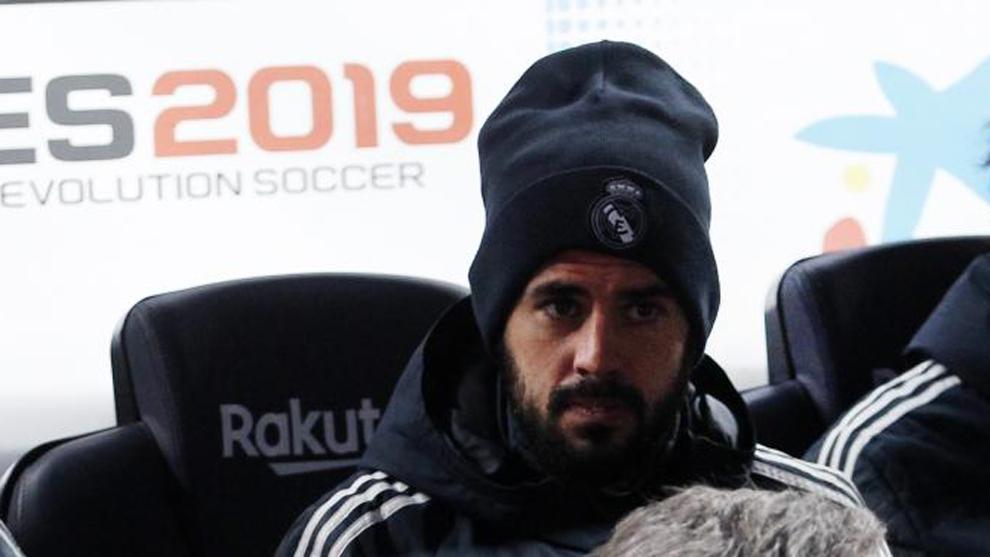 Isco, en el banquillo del Camp Nou